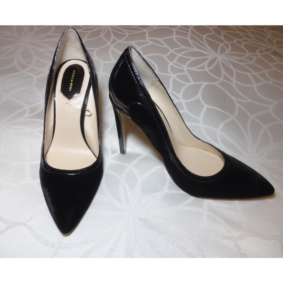 1058ac82511 NWOT Zara Velvet Heels. M 5af38b726bf5a6e2f06d79ff